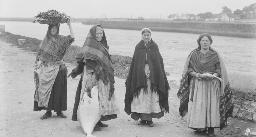 Historical photograph of Claddagh fisherwomen wearing traditional Galway shawls.